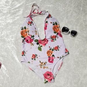 White Floral swimsuit B1/28